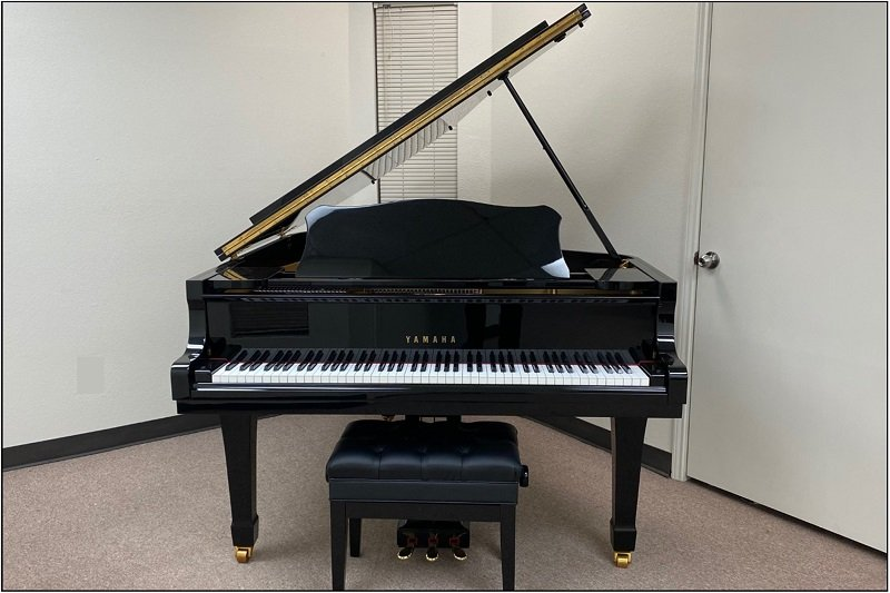 Yamaha 6' Grand Piano